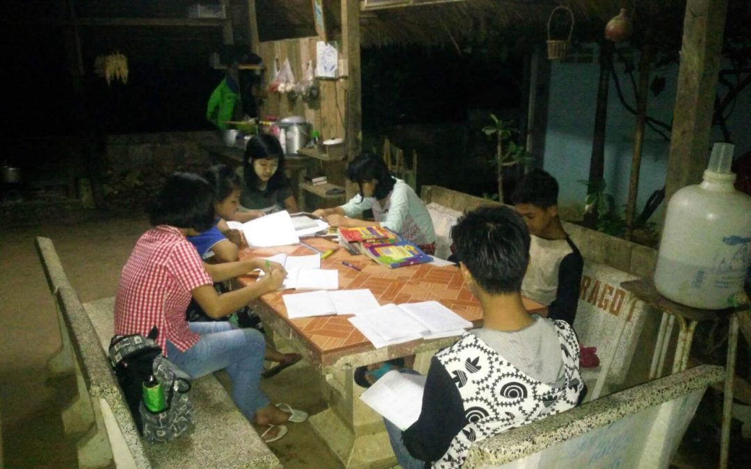 Children Studying Hard – Tachileik, Myanmar